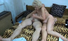 Nasty mature slut gets horny jerking